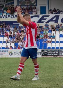Javi Quesada la primera vez que jugó en Linarejos con otra camiseta: ovación general y cariño